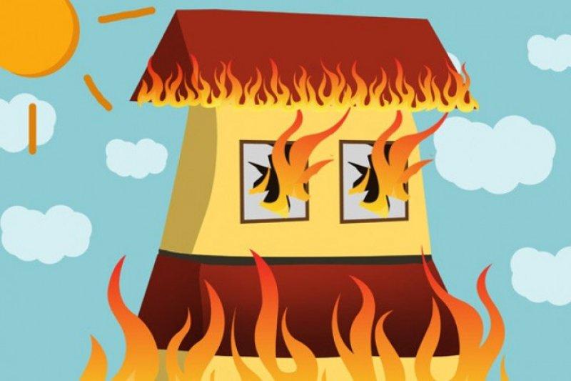 Gara-gara warga bakar sampah, rumah dilalap si jago merah