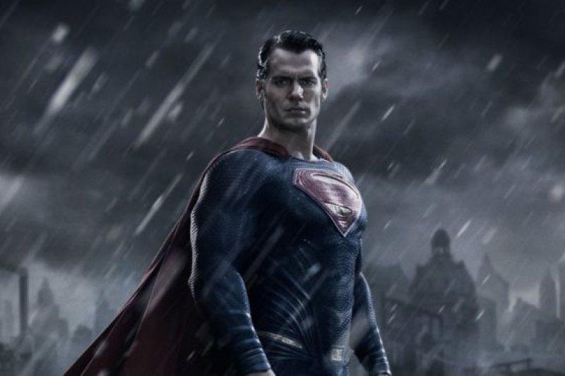 Siapakah pengganti Henry untuk perankan Superman?
