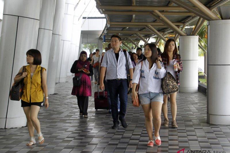 Turis mancanegara padati pusat perbelanjaan di Batam