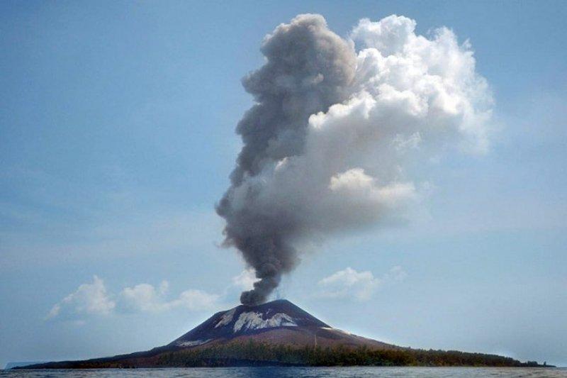 Gunung Anak Krakatau alami 63 kegempaan letusan
