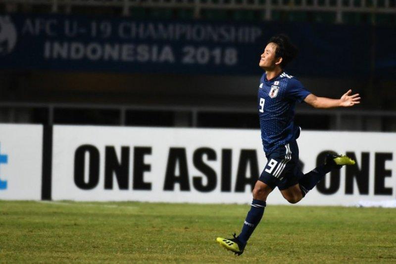 Barca dan Madrid bersaing keras inginkan pemain muda Jepang ini