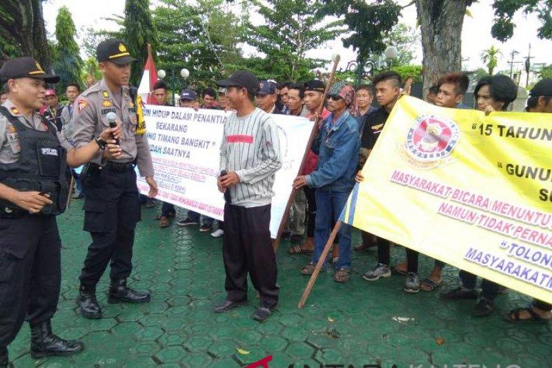 Masyarakat tujuh desa di Kecamatan Gunung Timang tuntut kebun plasma sawit