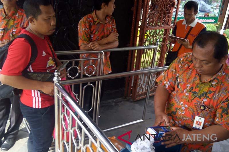 Wisatawan Baturraden dukung transaksi nontutai
