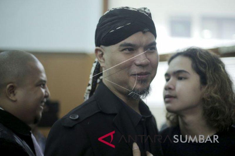 Begitu bebas, Ahmad Dhani langsung menjalani pidana percobaan selama 6 bulan