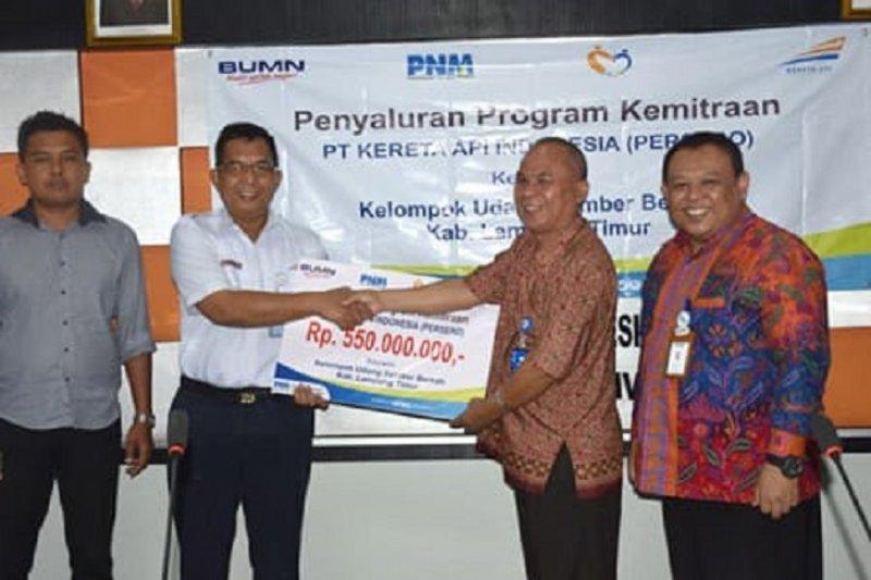PT KAI Bantu Kelompok Petani Udang Rp550 Juta