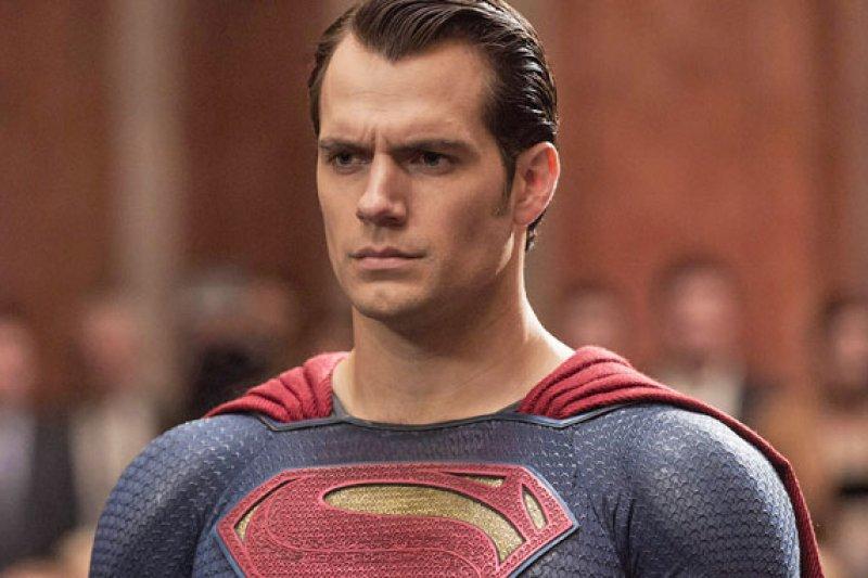 Henry Cavill tetap perankan jadi Superman