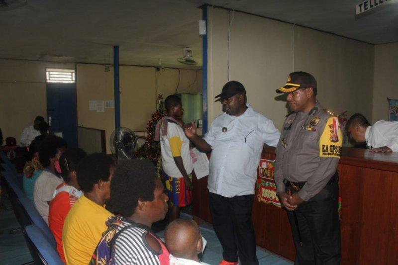 Bupati Asmat pantau pembayaran dana Bangga Papua di Atsy