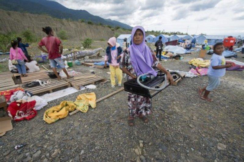 Tenda pengungsi diterjang puting beliung