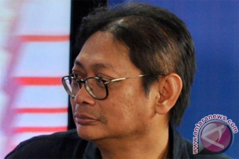 Polisi harus telusuri anggota FPI terlibat terorisme, kata pengamat politik