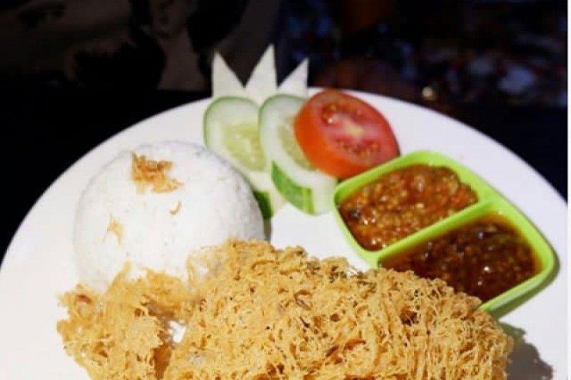 Kelezatan Ayam Goreng Selimut Kremes hadir di Palembang