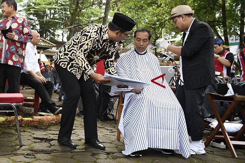 Ingin model anak muda, Jokowi unggah vlog potong rambut