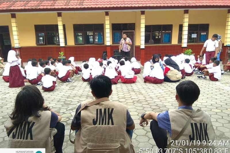 Jejaring Mitra Kemanusiaan Terus Bantu Korban Tsunami di Lampung Selatan