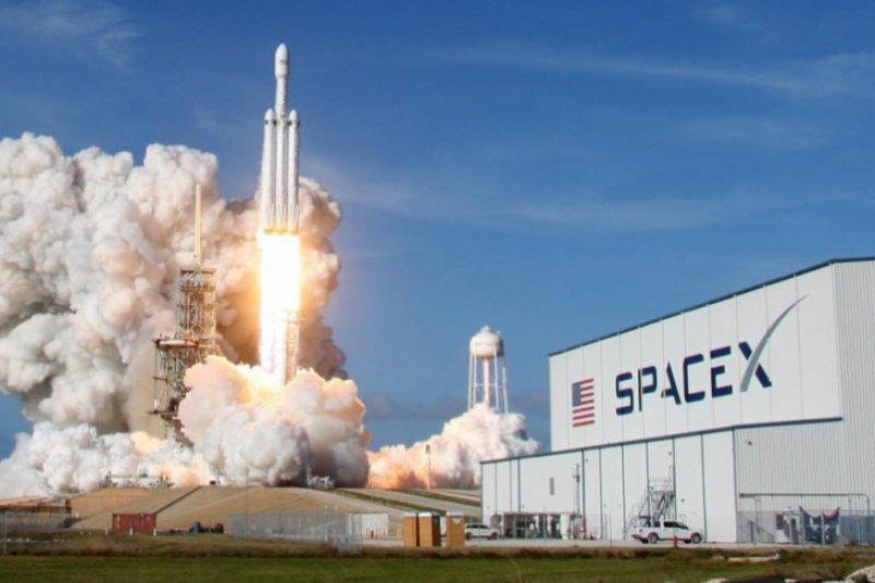 SpaceX akan kurangi 10 persen pekerjanya