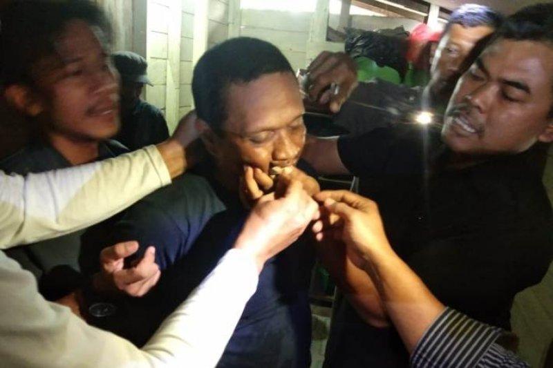 Polisi Tangkap pengedar sabu di Sikui telan dompet berisi 13 paket