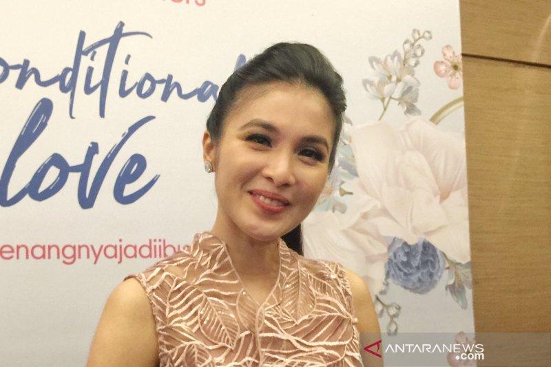 """Kiat Sandra Dewi agar anak tak bosan  saat """"social distancing"""""""