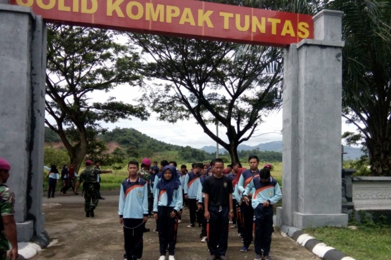 SMU Negeri Trimurjo Kunjungi Markas Marinir