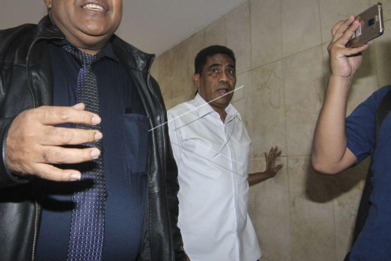 Jadi tersangka dugaan penganiayaan petugas KPK, Sekda Papua minta maaf
