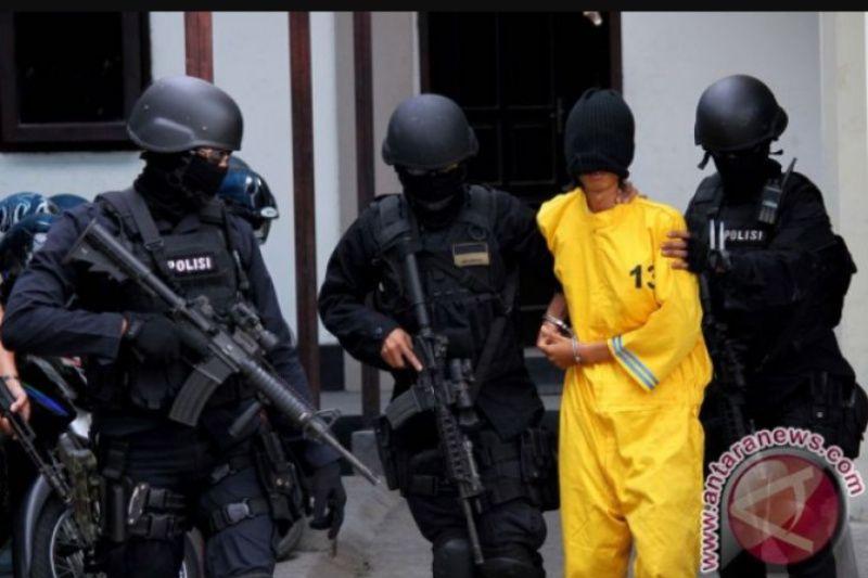 Densus tangkap 10 terduga teroris diduga hendak lakukan bom bunuh diri di Merauke