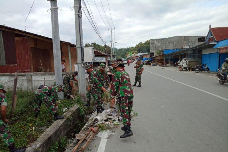 Jajaran Kodim turun ke jalan bersihkan Kota Poso