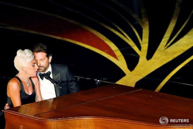 Terlihat mesra dengan Bradley Cooper, ini tanggapan Lady Gaga