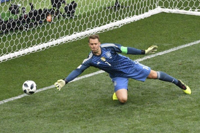 Rummenigge: Neuer kiper terbaik di dunia