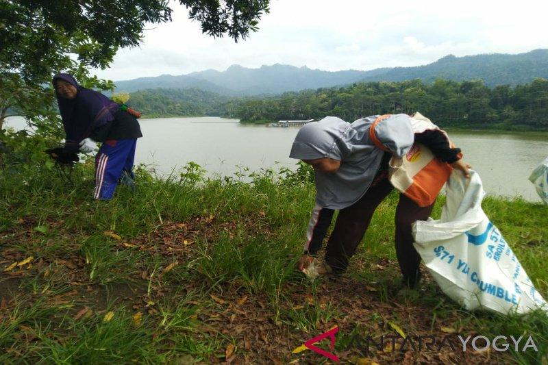 BKSDA Yogyakarta melakukan bersih-bersih Suaka Margasatwa Sermo