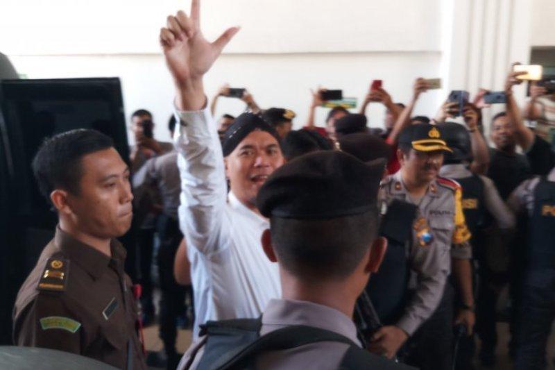 Jubir Ahmad Dhani mengaku kecewa aparat kepolisian persulit proses perijinan konser
