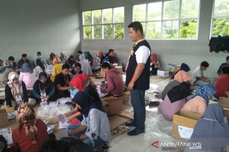 KPU Cianjur libatkan 2500 orang lipat dan sortir surat suara