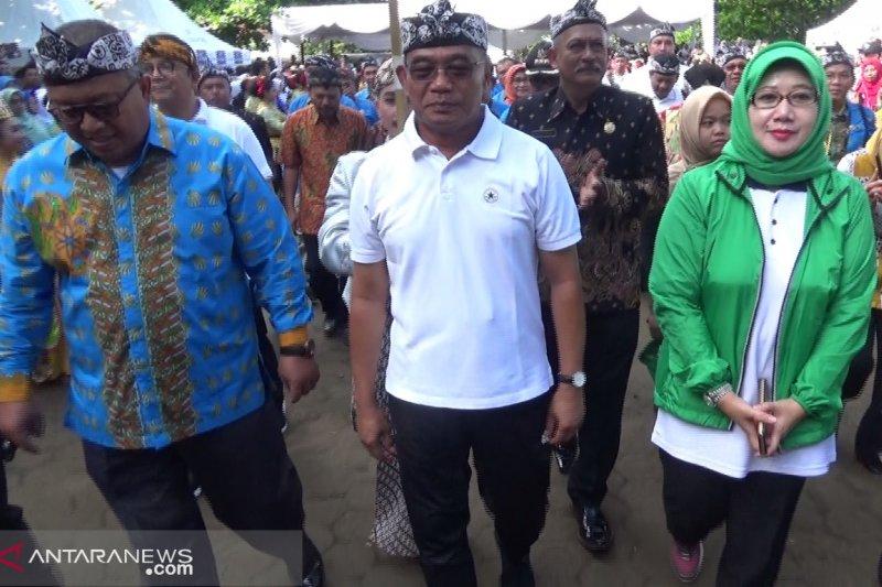Sukabumi masih kekurangan 12.000 guru SD dan SMP