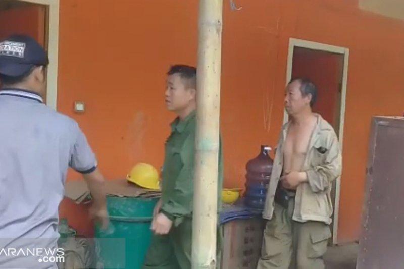 Kantor Imigrasi Sukabumi pastikan 2 TKA China dideportasi