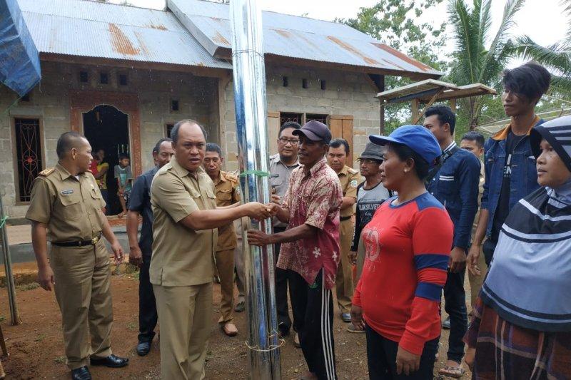 Bupati Konawe Utara serahkan bantuan korban puting beliung