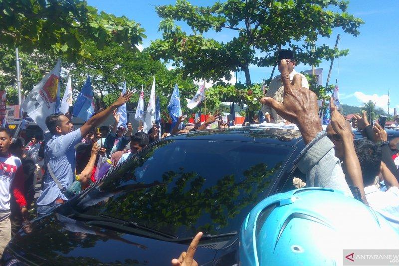 Prabowo disambut meriah ribuan masyarakat di Padang