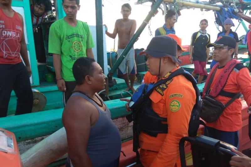 Basarnas Lampung Selamatkan Nelayan Yang Kapalnya Terbalik