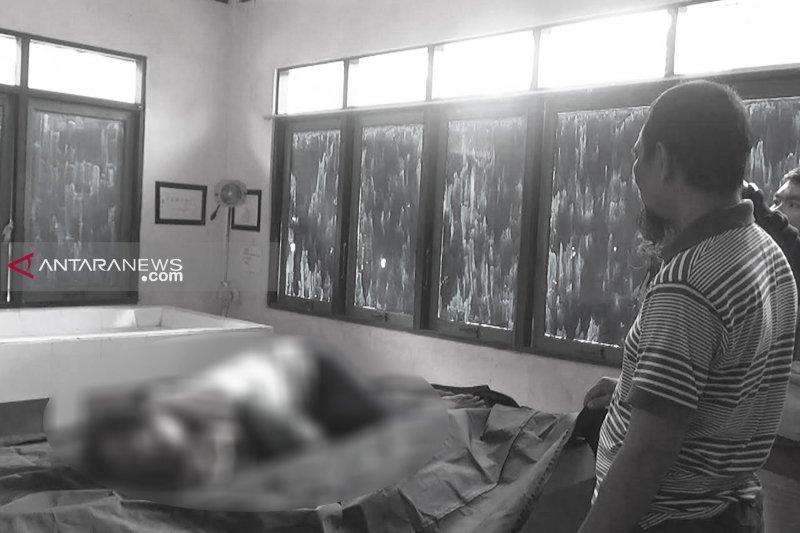 Istri kritis, suami tewas bersimbah darah usai dibacok tetangga sendiri