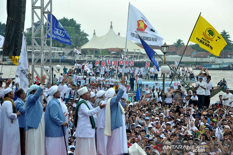 Pendukung Prabowo padati Pelataran BKB Palembang