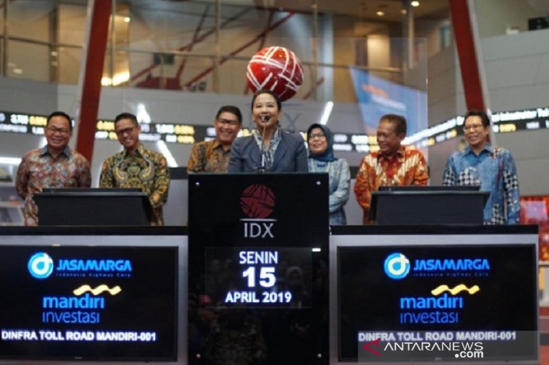 Menteri BUMN meresmikan produk inovatif KIK-DINFRA di BEI Jakarta