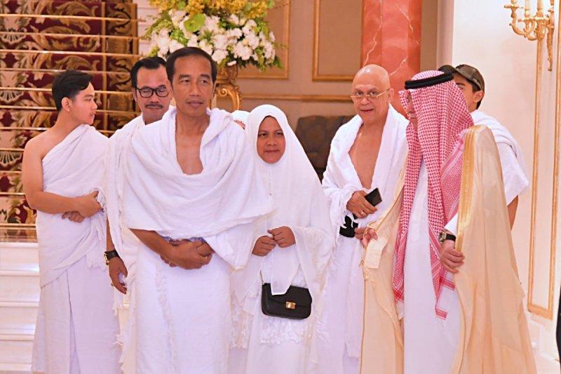 Jokowi tiba di Jeddah kenakan ihram