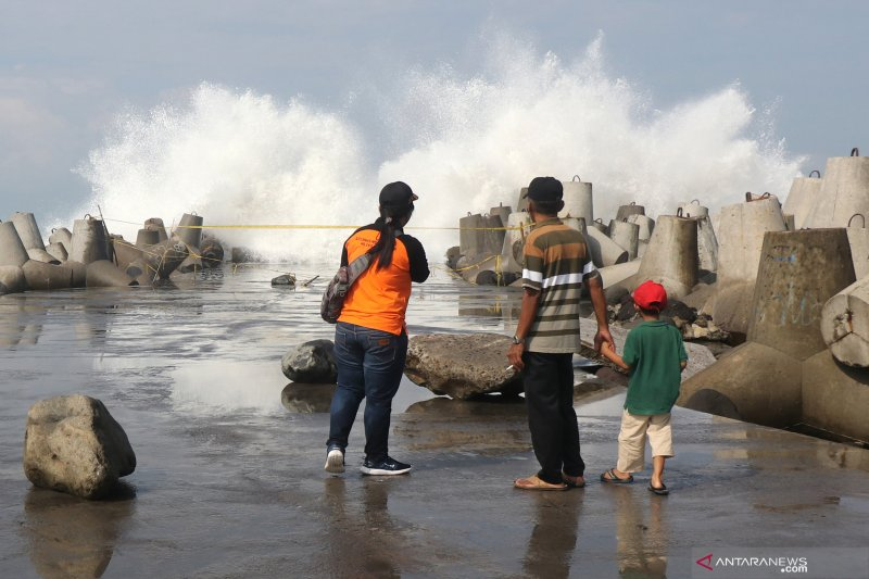 BMKG Yogyakarta imbau nelayan sementara tidak melaut karena gelombang tinggi