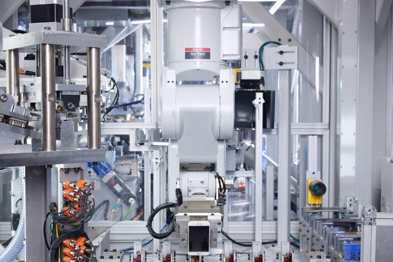 Apple gunakan robot Daisy untuk daur ulang iPhone