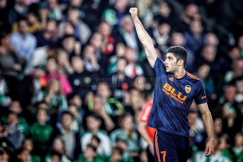 Valencia berhasil memetik kemenangan 2-1 atas Real Betis