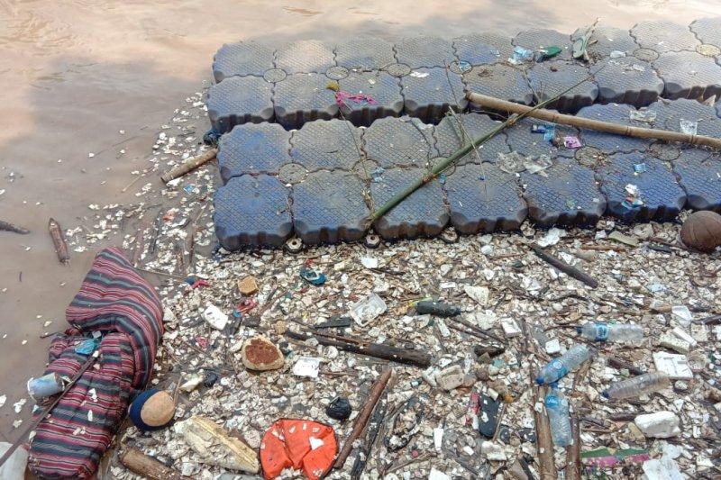 Sungai Ciliwung jadi lautan sampah