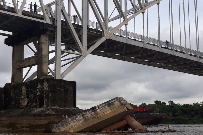 Pemilik tongkang wajib perbaiki kerusakan fender Jembatan Kalahien