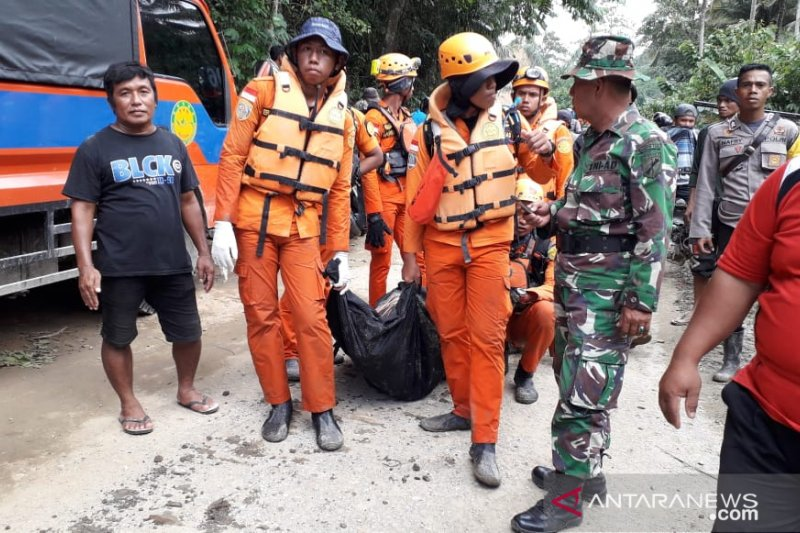 Rescuers find a body in Central Sulawesi