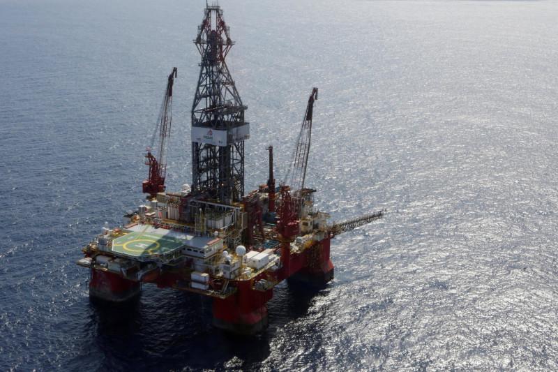 Harga minyak beragam di tengah kekurangan pasokan dan tekanan kasus COVID-19
