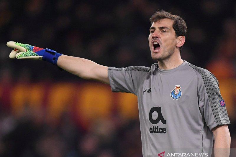 Tanda tanya karier Casillas setelah serangan jantung