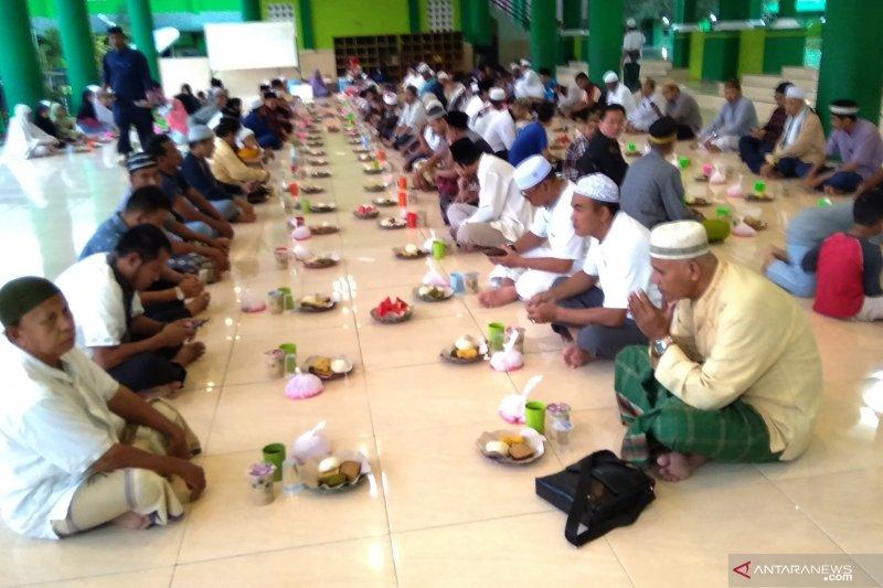 26 masjid di Biak Numfor sediakan takjil buka puasa gratis