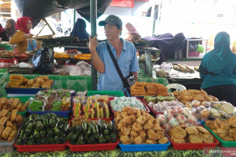 """""""Pasar Beduk Jambi"""" kolase kue tradisional"""