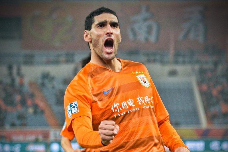 Mantan pemain MU dinyatakan positif COVID-19 saat kembali ke  Liga Super China