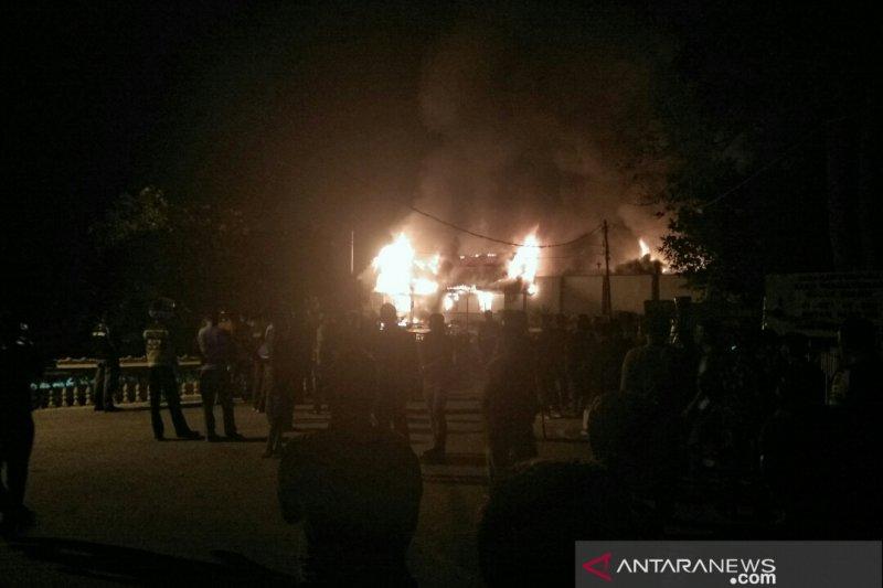 Narapidana mengamuk bakar Rutan Siak, Riau
