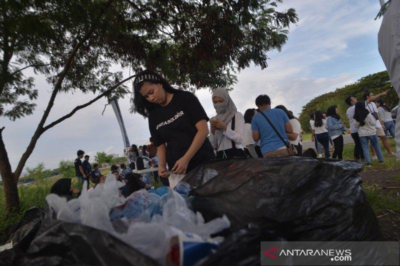 Konsul Amerika Serikat gelar  acara bersih Pantai Manado